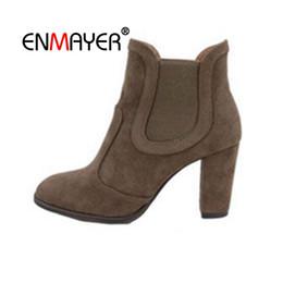 ENMAYER 2018 Brand Design Borla Remache Botas de cuero Natural Botines de estiramiento Mujeres punta estrecha zapatos Mujer talón grueso CR1726 desde fabricantes