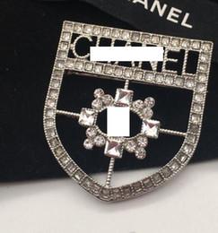 2019 medalha de moda Moda novas senhoras liga oco diamante medalha de letras broche de designer de presentes da menina de noiva de casamento acessórios de jóias