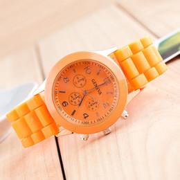 venta al por mayor Ginebra relojes de moda de cuarzo de silicona 38mm reloj para hombre relojes para mujer de color jalea estudiantes relojes de ocio desde fabricantes