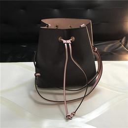 Ücretsiz kargo! Güzel Kova çanta Çanta Tasarımcısı yüksek kaliteli Çanta Moda Marka deri Omuz askısı Omuz Çantaları 44020 nereden