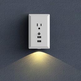 Lampade da parete usb online-US Plug Smart USB Presa a muro con LED Night Sensor Sensor 2 Porte USB 2.4A Ricarica intelligente Carica intelligente