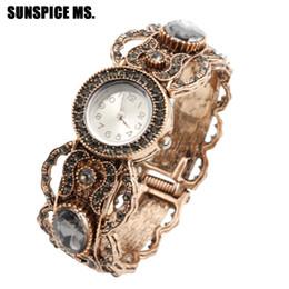 4a0cce9ae3a 2019 relógios antigos Vintage Rodada Pulseira De Cristal Cinza Assista Jóias  Para As Mulheres de Ouro