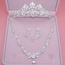 Belle mariée bijoux ensemble trois pièces Couronne boucle d'oreille collier bijoux Bling Bling accessoires de mariage ? partir de fabricateur
