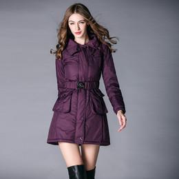 baumwollgefüllter mantel Rabatt Gute Qualität Thick Kapuze unten Parkas Frauen mit Schärpen Mode schlanke Winter-Jacken-Mantel-Frauen Füllwatte Oberbekleidung Mäntel b8056