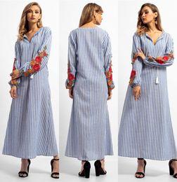 2019 ropa de mujer árabe 2018 Moda Rayas Con Cuello En V Vestido Musulmán Mujeres Abaya Medio Oriente Vestido de Playa Apliques Largo Dubai Arab Ropa Islámica FS5826 ropa de mujer árabe baratos