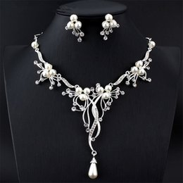 Wholesale Middle Eastern Dresses - Elegant Women's Imitation Pearl Jewelry Set Silver Necklace Long Pendant Earring Set For Royal Wedding Dress Accessory