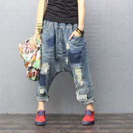 Las mujeres rasgaron agujeros Pierna ancha Pierna entrepierna jeans hip hop streetwear Baggy Harem Jeans pantalones Boyfriend Bloomers Denim pantalones ZH896 desde fabricantes