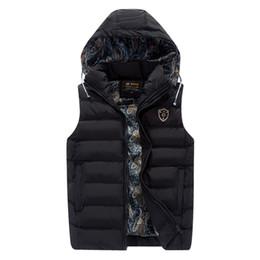 Chaqueta de los hombres de la tapa desmontable de moda online-2018 nueva chaqueta de algodón engrosamiento sin mangas para hombres de moda con capucha caliente chaleco de invierno hombre casquillo de la capa desmontable ocasional para hombre WFY29
