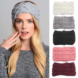 Девушки дамы крючком повязки онлайн-Женщины зима теплая Вязание крючком лук повязки ручной вязаные тюрбан головные уборы для Леди девушки мода аксессуары для волос