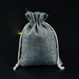Wholesale Mini Jute Bags Wholesale - Mini Burlap Jute Drawstring Gift Jewelry Pouches Bags for Wedding Favors Christmas Party Gift Wrap bb217-222 2017122809
