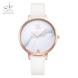 Shengke Top Brand Fashion Ladies Relojes de Cuero Reloj de Cuarzo Femenino Mujeres Thin Casual Correa Reloj Reloj Mujer Marble Dial SKY1883009 desde fabricantes