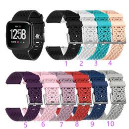 Sport handgelenk armbänder online-Für Fitbit Versa Lite Sport Mesh Strap Intelligente Uhrenarmbänder Silikon-TPU-Armband Mode Atmungsaktives Design-Armband für Armbänder Intelligente Accessoires