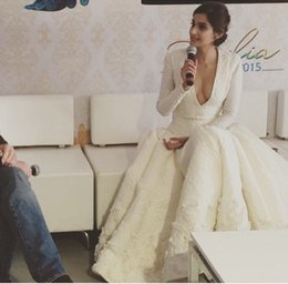 Argentina Vestido de noche Yousef aljasmi Kim kardashian Vestido largo de manga larga con cuello en V Ployeater blanco vestido de bola Zuhair murad Suministro