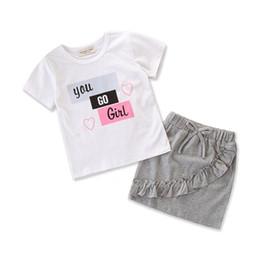 Девушки Dress ins лето с коротким рукавом письмо печатный Белый футболка Tee Baby Top + серый юбка 2 шт. Baby Set девушки одежда T49 от