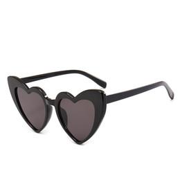 2019 designer em forma de coração óculos de sol Senhoras vermelhas em forma de Coração óculos de sol amor coração óculos de sol mulheres olho de gato do vintage Marca Designer Feminino Shades Lady Sunnies designer em forma de coração óculos de sol barato
