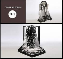 Écharpes en soie en Ligne-Foulard en tissu coréen de la mode des femmes Jacquard / couleur noir et blanc Foulards en soie classique 90 * 90cm / en gros