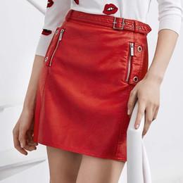 Saia de couro falso vermelho on-line-Quatro Temporada Mulheres Cor Vermelha Falso Saia De Couro Sólida Sexy Pu Dois Zíperes Bolsos Caixilhos Básicos Mini Saia