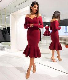 2018 robes de soirée sirène rouge foncé de charme épaules dénudées manches longues longueur genou sexe retour robes d'occasion spéciale Robes de bal ? partir de fabricateur