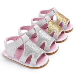 2019 мягкая подошва Новорожденных девочек Xmas дерево pattern сандалии малышей ПУ летняя обувь золото серебро 2 цвета 3 размеры младенцы блеск сплошной цвет противоскользящая мягкая подошва B скидка мягкая подошва