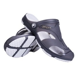 Wholesale ventilated men casual shoes - 2018 New Men Male Summer Beach Slippers Hole Hollow Out Ventilating Men shoes Breathable Beach Sandals with solid color Hot