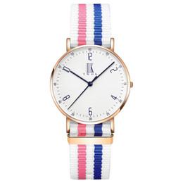 e7d9e9198e1c Las mujeres más nuevas de los hombres ven a los amantes de la marca de lujo de  cuarzo relojes de pulsera de moda rosa de oro reloj de cuarzo de pareja de  ...