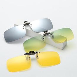 ee8cc8bbdd6a5 Vazrobe Day Night Condução Clipe em Óculos De Sol Lente Polarizada Homens  Mulheres Fit Sobre Óculos de Armação Anti Glare UV400 Tonal Reflexivo