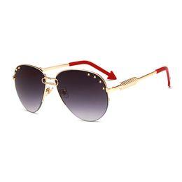 Стрелка солнцезащитные очки мужчины онлайн-Личность стрелка зеркало ноги солнцезащитные очки женщины скрепки дизайн овальные солнцезащитные очки мужчины леди 2018 Модный металлический каркас заклепки очки
