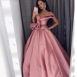Jolies robes de bal de célébrité une ligne chérie plis sans manches plis froncé robe de soirée en satin robes de soirée en Arabie saoudite glamour ? partir de fabricateur