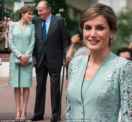 Elegante verde hortelã vestido de noite on-line-Elegante Menta Verde Mãe dos Vestidos de Noiva Ternos com Jaqueta Comprida Na Altura Do Joelho Rendas Plus Size Vestidos de Noite de Casamento Vestido de Celebridade