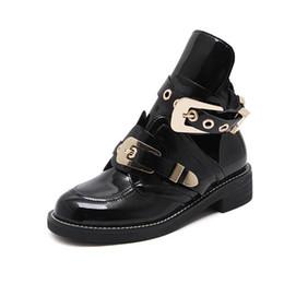 botas famosas de la marca de la mujer hebilla de la correa botas de bota cortada para mujer hebilla de metal abierto Martin barcos estilo británico desde fabricantes