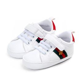 Sapatos de criança de sola de couro on-line-Hot mocassins da criança sapatos de bebê pu couro primeiro walker shoes sola macia recém-nascidos meninas meninos tênis sneakers infantil shoes prewalker