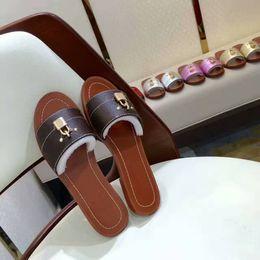 sperrschuhe Rabatt Hausschuhe Damen Leder Sandalen Mit Metallverschluss Designer Leder Sandale Sommer Strand Schuhe Party Schuhe Größe 35-42