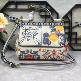 d85f72b9ac Nuova borsa a mano, Roma imperiale limone, arancio, blu e porcellana bianca,  tracolla a una mano.
