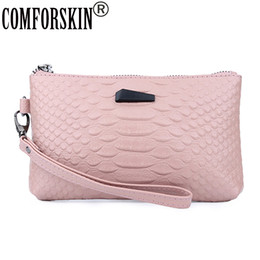 Кожаный аллигатор онлайн-COMFORSKIN Hot  Bolsas Feminina European And American Alligator Women Day Clutches New Arrivals Split Leather Ladies Bags