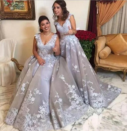 Wholesale Dark Red Brides Maid Dresses - Silver V-Neck Long Bridesmaid Dresses Sleeveless White Lace Applique Floor Length Evening Dresses 2018 Maid Of Brides Dresses