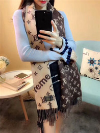 Wholesale Elegant Winter Scarf Woman - Luxurious and elegant women's autumn and winter cashmere scarves blend into each other and create a wonderful fashion spark that instantly