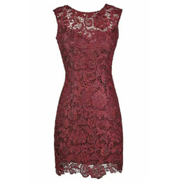 Vestidos de joelho com joelho on-line-Wine Lace Sheath Knee Length Mother of the Bride Dresses with Lace for Wedding Party Mother of the groom Dresses