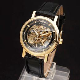 13317e6e693 Novo VENCEDOR Oco Mecânica Mão-Vento Das Mulheres Dos Homens Relógios  Clássico Esqueleto De Ouro Dial Genuine Leather Strap Relógio De Pulso  desconto ...