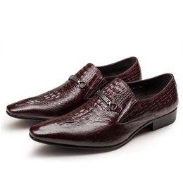 2018 Nuevo estilo Hombres de lujo zapatos de vestir de cuero marrón oscuro boda masculina zapato de la manera de Los Hombres de Negocios Vestido Mocasines Zapatos Puntiagudos L88 desde fabricantes