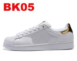 newest collection fb589 f3bb1 2018 Hot economici Superstar 80S uomo donna casual scarpe da basket scarpe  da skate 17 colori arcobaleno splash-ink moda scarpe sportive taglia 36-44