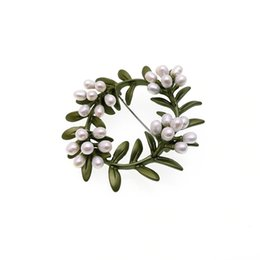 Wholesale Copper Wreath - chinese style Small fresh wreaths of copper casting semi-pore natural freshwater pearl green retro pin girl.