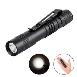 Venta al por mayor libre de DHL Mini linternas LED Penlight XPE R3 LED Luz de bolsillo Lámpara Clip Clip linterna antorcha de camping desde fabricantes