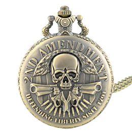 Orologio vintage della donna online-Classic Vintage Bronze 2ND AMENDMENT Guns Design Orologio da tasca al quarzo Retro Uomini Donne Collana gioielli ciondolo regali