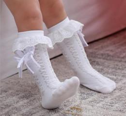 2019 calzini bianchi per bambini al ginocchio bianco Baby Girls Knee High Socks Bambini Bambini Cute Lace Bows Principessa scaldamuscoli Solid Cotton Girl Long Tube White Socks sconti calzini bianchi per bambini al ginocchio bianco