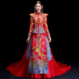 2019 vestidos asiáticos vermelhos Oriental asiático noiva beleza chinês tradicional vestido de noiva mulheres red floral manga comprida bordado estilo cheongsam robe qipao vestidos asiáticos vermelhos barato