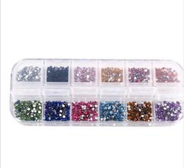 2019 contenitore glitter all'ingrosso 2400pcs / set 2mm chiodo strass Decorazione unghie 12 colori rotondi brillantini colorati con custodia rigida decorazioni unghie fai da te