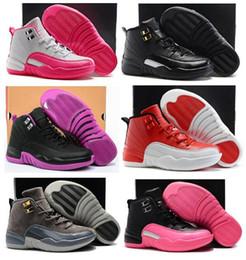 Мальчики девочки 12 12s тренажерный зал Красный гипер фиолетовый фиолетовый дети баскетбол обувь Детская розовый белый синий темно-серый малышей подарок на День Рождения с коробкой cheap shoes gift box от Поставщики обувь подарочная коробка