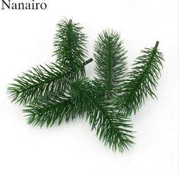 Árvores de natal baratas on-line-Barato 50 pcs Plantas Artificiais Ramos de Pinheiro árvore De Natal Decoração de Casamento DIY Artesanato Acessórios para Crianças Presente Bouquet