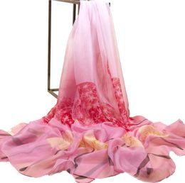 Новый шелковый шарф женский летний пляж солнцезащитный крем шаль шарф дикий печати шифон большой тонкий шарф Шали от Поставщики большие шелковые шифоновые шарфы