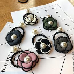 Foto di colore dei capelli online-2018 Fashion Camellia Tessuto Perla Fascia per capelli Ms. Copricapo Multi-colore Opzionale Regali per feste foto Accessori